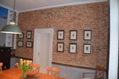 Putz bis aufs Mauerwerk entfernt und anschließend verkieselt mit Wasserglas.